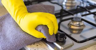 خطوات تنظيف الحمامات والمطابخ داخل الفلل